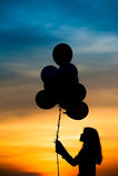 Sylwetka dziewczyna z balonem Fotografia Stock