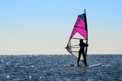 Sylwetka dziewczyny windsurfer Zdjęcie Royalty Free