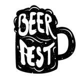 Sylwetka kubka piwo z literowanie teksta Fest Piwnym wektorem Zdjęcie Royalty Free