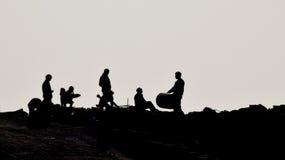 Sylwetka ludzie na plaży Obraz Stock