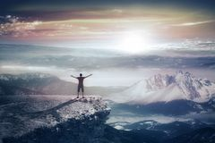 Sylwetka mężczyzna w górach Obraz Royalty Free