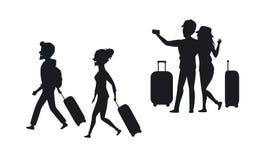 Sylwetka para, mężczyzna i kobieta podróżuje z walizkami i bierze selfie, Zdjęcia Royalty Free
