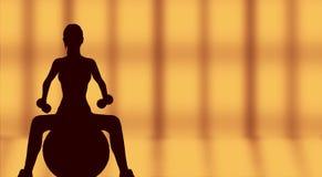 Sylwetka pracująca z sprawności fizycznej piłką kobieta out Fotografia Stock