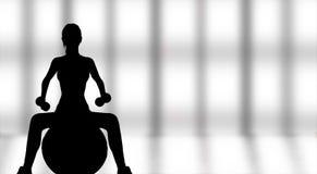 Sylwetka pracująca z sprawności fizycznej piłką kobieta out Zdjęcie Stock