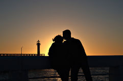 sylwetka romantyczna para Zdjęcia Royalty Free