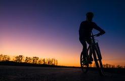 Sylwetka rowerzysta obraz stock