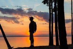 Sylwetka turysta i piękny krajobraz Obraz Stock