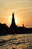 Sylwetka Wat Arun przy zmierzchem Obrazy Royalty Free