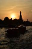 Sylwetka Wat Arun przy zmierzchem Fotografia Royalty Free
