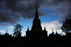Sylwetka Wata phra który sawi świątynia w Chumphon, Tajlandia Obrazy Royalty Free