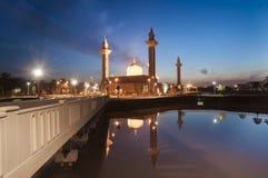 Sylwetka wizerunek zmierzch przy meczetem Obrazy Royalty Free