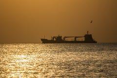 Sylwetki łódź Zdjęcie Royalty Free