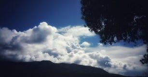 Sylwetki & Burzowe chmury Fotografia Royalty Free