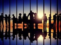 Sylwetki dyskusi spotkania Korporacyjnego pojęcia ludzie biznesu Obraz Stock