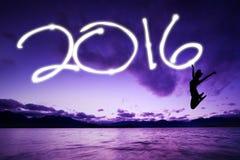 Sylwetki dziewczyny rysunkowe liczby 2016 na powietrzu zdjęcia stock