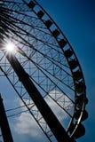 Sylwetki Ferris koło pod słońca światłem fotografia royalty free