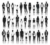 Sylwetki grupa ludzi z rzędu ilustracja wektor