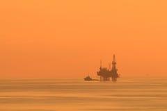 Sylwetki Jack Up Na morzu Wiertniczy takielunek Obraz Royalty Free