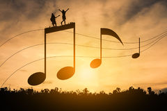 Sylwetki muzyczna notacja zdjęcia royalty free