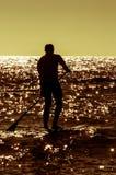 Sylwetki paddle deski surfingowiec fotografia stock