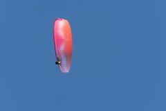 Sylwetki paramotor w niebie Zdjęcie Royalty Free
