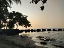 Sylwetki plaża zdjęcie stock
