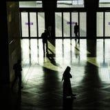Sylwetki przy muzeum Islamskie sztuki MIA W Doha capi Zdjęcia Royalty Free