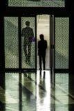 Sylwetki przy muzeum Islamskie sztuki MIA W Doha capi Obrazy Stock
