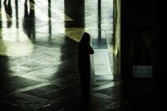 Sylwetki przy muzeum Islamskie sztuki MIA W Doha capi Zdjęcie Royalty Free