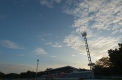Sylwetki stadium piłkarski Fotografia Royalty Free
