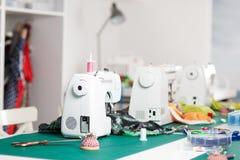 Symaskiner i ett seminarium Royaltyfria Foton