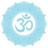 Symbol Aum OM in der dekorativen runden Mandalaverzierung Stockfotos
