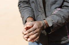 Symbol auxiliar - hombre negro africano con la cuerda de las manos Fotos de archivo libres de regalías