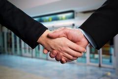 Symbol av överenskommelse, affärshandskakning fotografering för bildbyråer