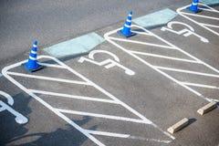 Symbol av rörelsehindrad parkering Fotografering för Bildbyråer