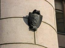 Symbol av USSR in utanför byggnaden i chelyabinsk, Ryssland royaltyfri fotografi