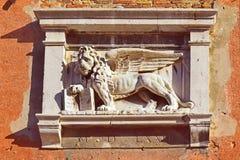 Symbol av Venedig, det bevingade lejonet av St Mark royaltyfria foton