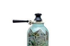 symbol-bevara pengar i en glass krus Arkivbild
