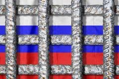 Symbol der Freiheitsunterdrückung in Russland Gefängnisgitter auf dem russischen Flaggenhintergrund stockfotografie