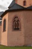 Symbol der katholischen Kirche in der Wand Lizenzfreies Stockbild