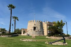Symbol der Stadt Torrevieja - der alte Turm spanien Stockbilder