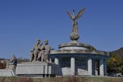 Symbol des Friedens - allgemeine Kunst kennzeichnet Paare mit einem Kind und Liebe, Seoul Süd-Korea November 2013 Lizenzfreies Stockfoto