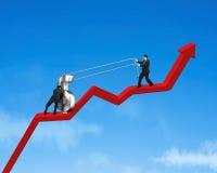 Symbol des Geldes 3d auf wachsendem rotem Pfeil hochschieben Lizenzfreie Stockfotos