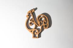Symbol 2017, drewniany kogut na białym tle Fotografia Royalty Free