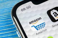 Symbol för amasonshoppingapplikation på närbild för skärm för Apple iPhone X Amason som shoppar app-symbolen Amasonmobilapplikati arkivfoto