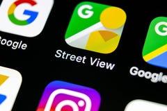 Symbol för applikation för Google gatasikt på närbild för skärm för Apple iPhone X Google StreetView app symbol Applikation för G Royaltyfri Foto