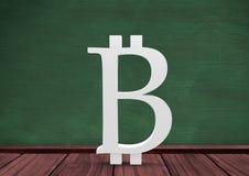 symbol för 3D Bitcoin på golv i rum med utbildningssvart tavla Royaltyfri Fotografi