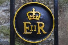 Symbol för drottning Elizabeth II på tornet av London arkivbild