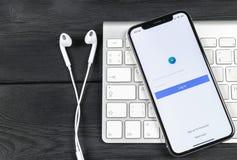 Symbol för Facebook annonsapplikation på närbild för skärm för Apple iPhone X Symbol för Facebook affärsapp Applikation för Faceb Fotografering för Bildbyråer