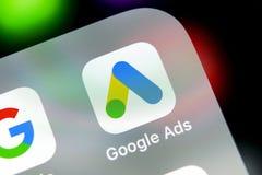 Symbol för Google annonsAdWords applikation på närbild för skärm för Apple iPhone X Den Google annonsen uttrycker symbolen Google royaltyfri foto